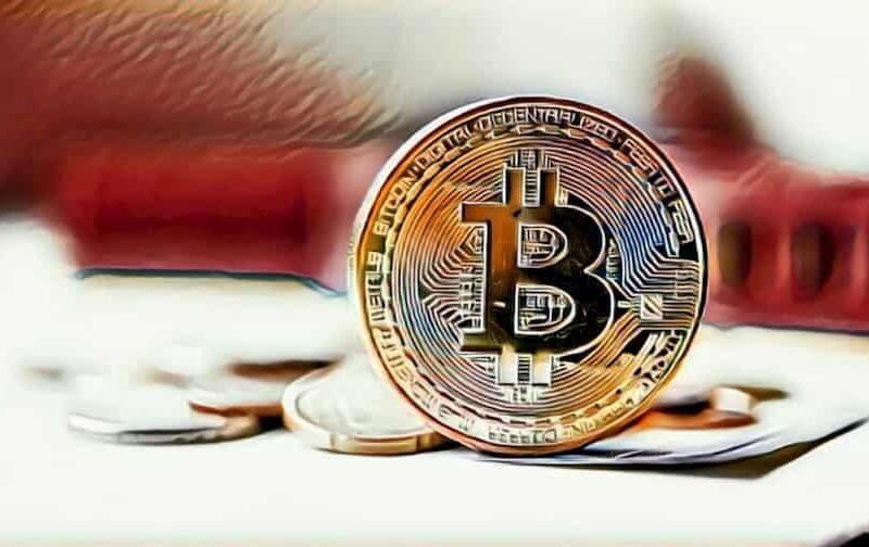Может ли криптовалюта заменить обычные деньги?
